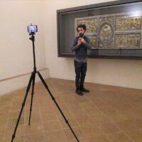 il professore Argentil (Lorenzo martinelli) durante le riprese davanti ad uno dei pezzi del Tesoro di Canoscio
