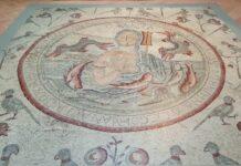 Il pavimento con tessere a mosaico della chiesa degli Apostoli