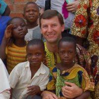 Don Edmund Kaminski nella missione di Ntambue in Congo
